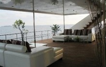 yatch balcony1